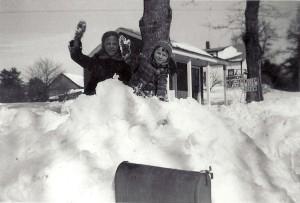 Chris_Betty_throwing_snowballs